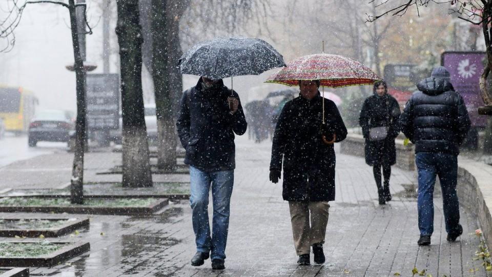 Хмарно та дощ:  погода в Луцьку та області на 10 грудня