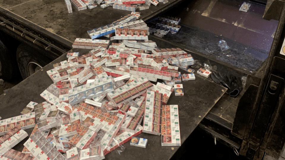 На Ягодині затримали водія, який у «порожній» фурі віз цигарок на півмільйона гривень . ФОТО
