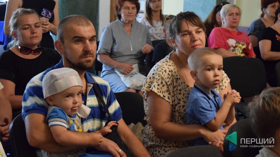 У Луцьку дітям учасників АТО подарували вишиванки. ФОТО
