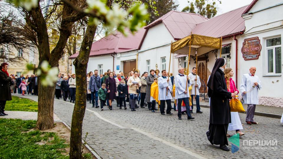 У католиків – Великдень. Як святкують у луцькому костелі