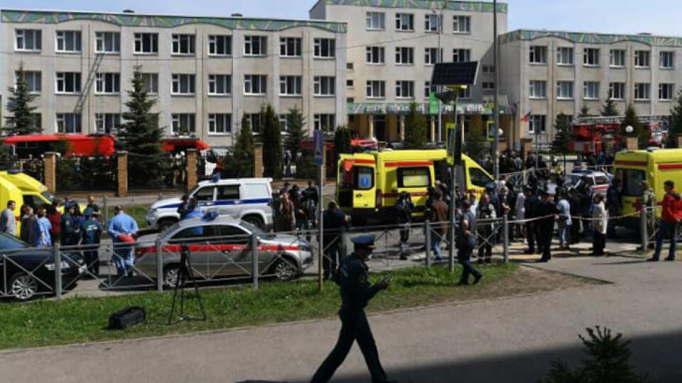 Через стрілянину в російській школі загинуло 11 людей. Діти вистрибували з вікон