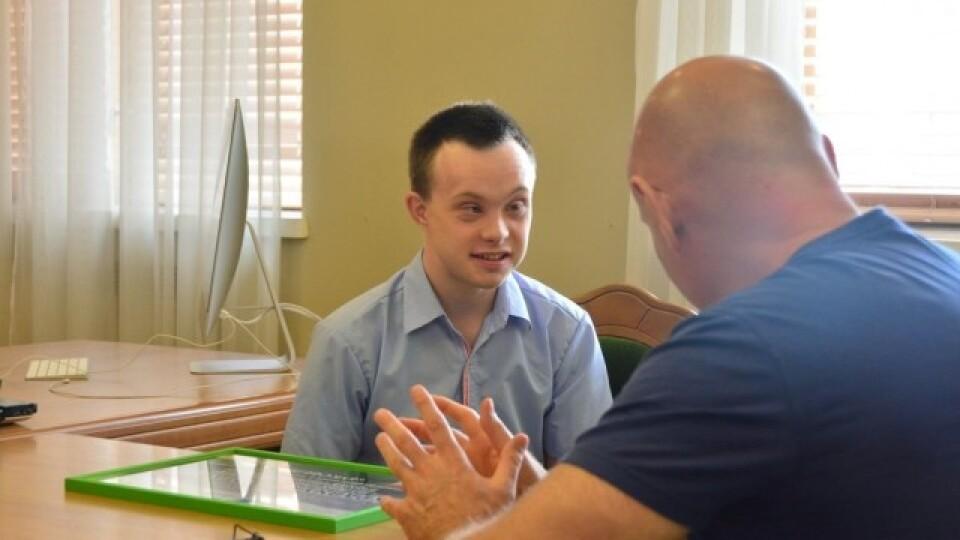 Лучанин із синдромом Дауна, який здобув вищу освіту, працюватиме екскурсоводом