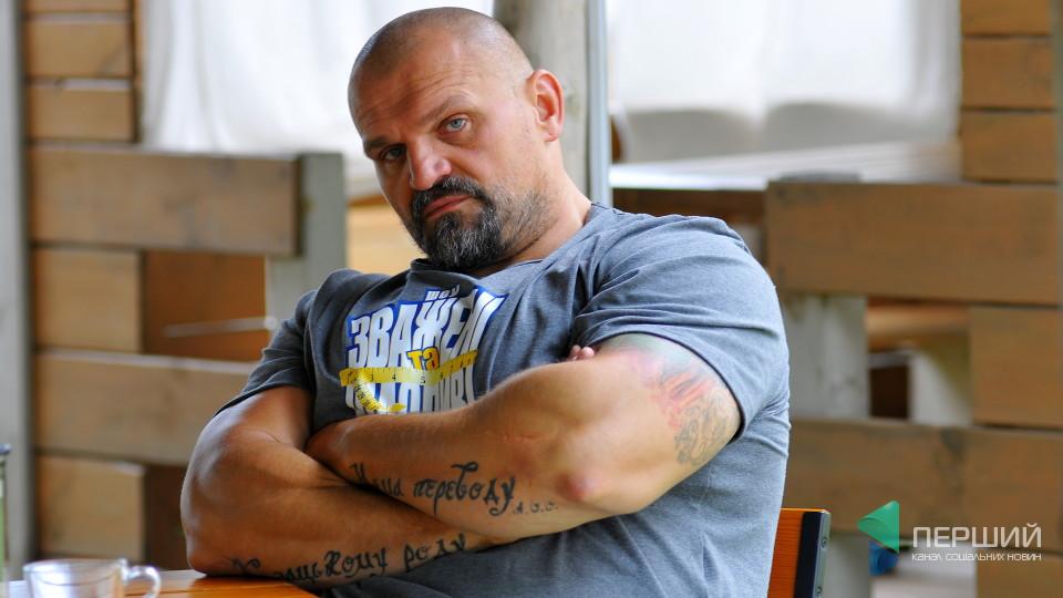 Василь Вірастюк розповів, як його в буремні 90-ті порізали ножем та підстрелили в Івано-Франківську  (відеосюжет)