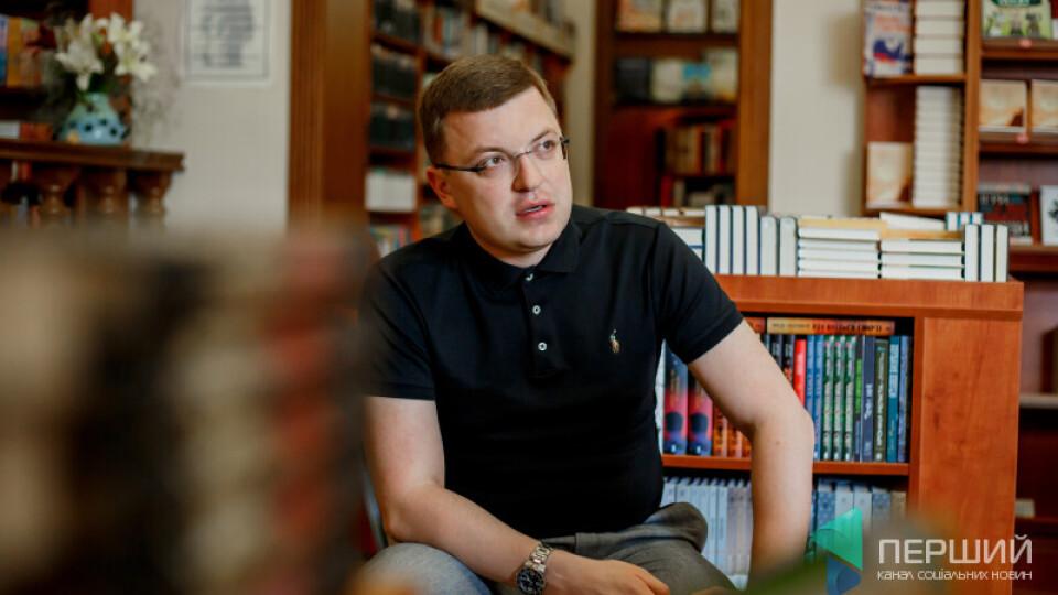 Тарас Шкітер: «Книги, як політики. Іноді обкладинка гарна, а по суті – порожняк». РОЗМОВА В КНИГАРНІ
