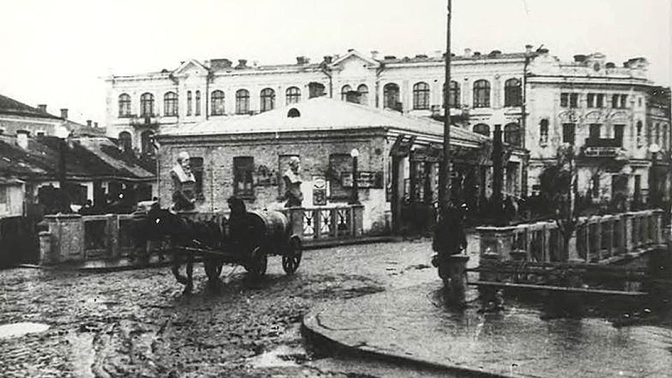 Стара і забута міська професія: луцькі водовози на столітній світлині. ЗГАДАТИ ВСЕ