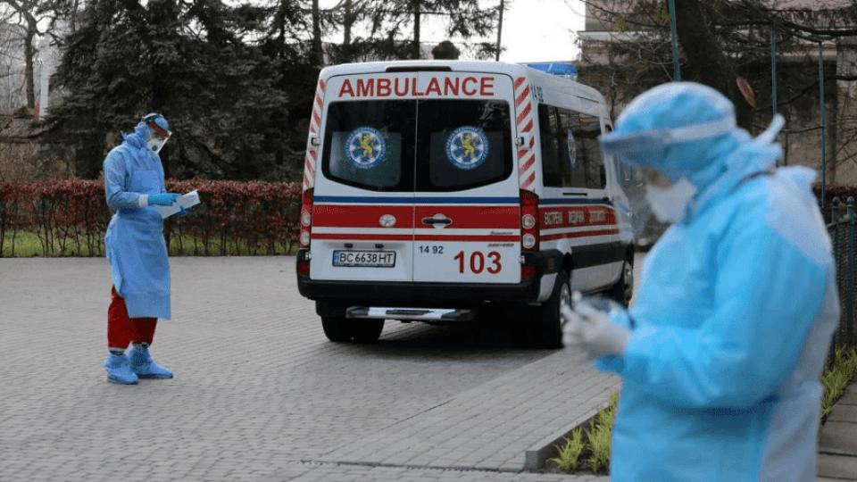 За добу коронавірус знайшли у понад 10 тисяч українців