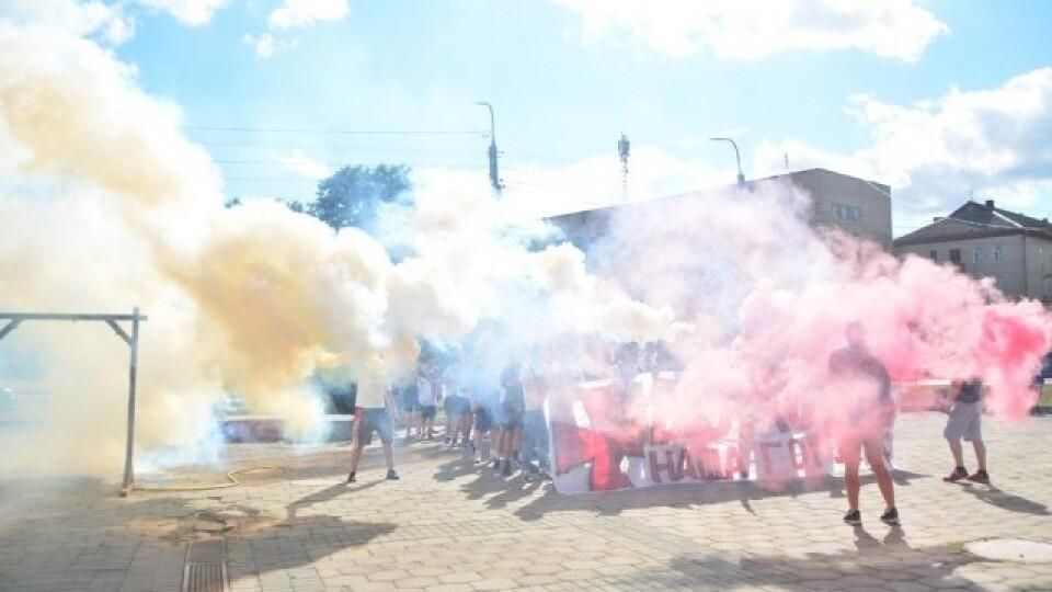 Вболівальники луцької «Волині» пройшлися маршем у центрі міста. Відео