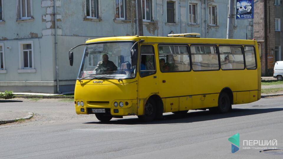 У Луцьку «стоячі» пасажири маршрутки пошарпалися з поліцією