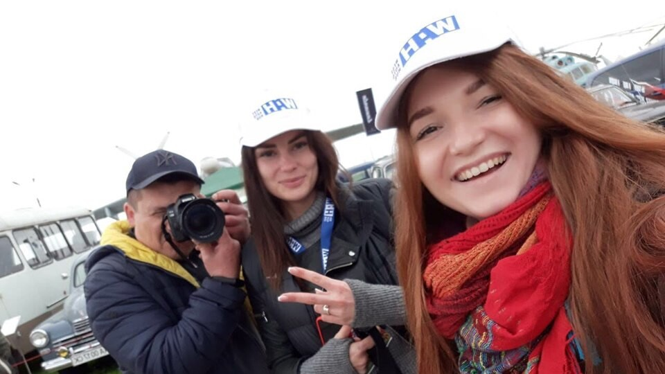 Компанія WEST AUTO HUB   на фестивалі ретроавтомобілів у Києві розігрує iPhoneX