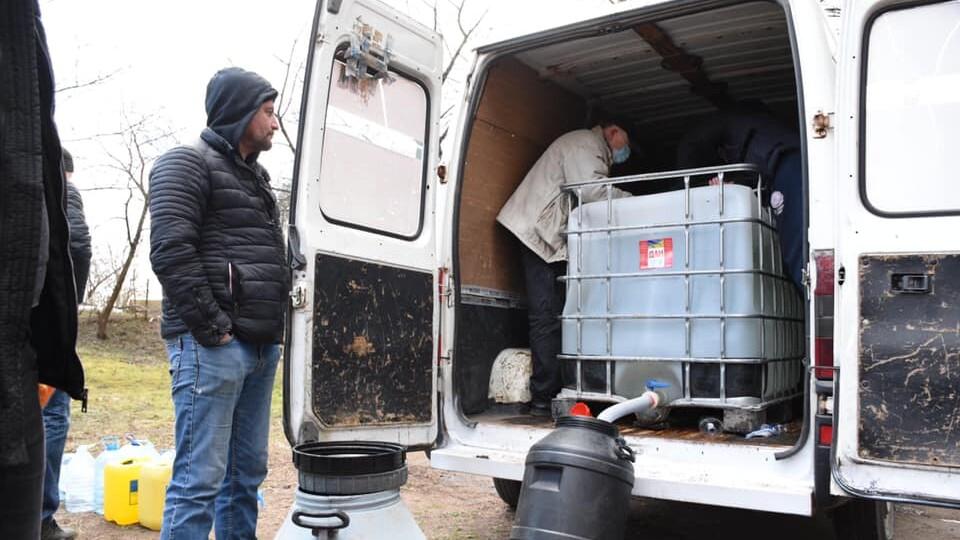 У Луцьку головам ОСББ роздають розчин для дезінфекції під'їздів