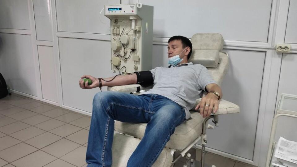 Почесний і заслужений донор. Лучанин за 30 років 612 разів здав кров