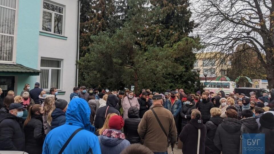 У Володимирі-Волинському підприємці вийшли на протест. Просять пом'якшити карантин