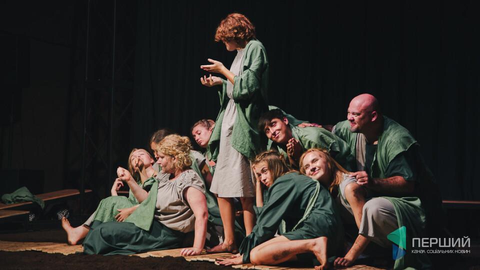 Історії знакових, але маловідомих у виставі від театру «ГаРмИдЕр». Фоторепортаж
