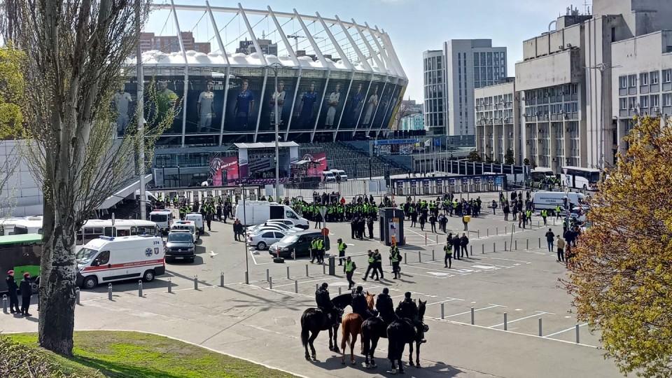 Зеленський не прийшов на стадіон. Відео «дебатів» на «Олімпійському»