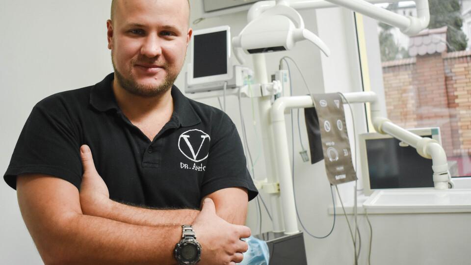 «Зарплати платили зі своєї кишені», - стоматолог  Антон Василюк про роботу під час карантину