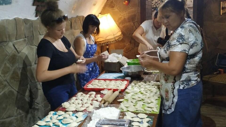У Луцьку волонтери ліпили вареники для бійців в зоні ООС