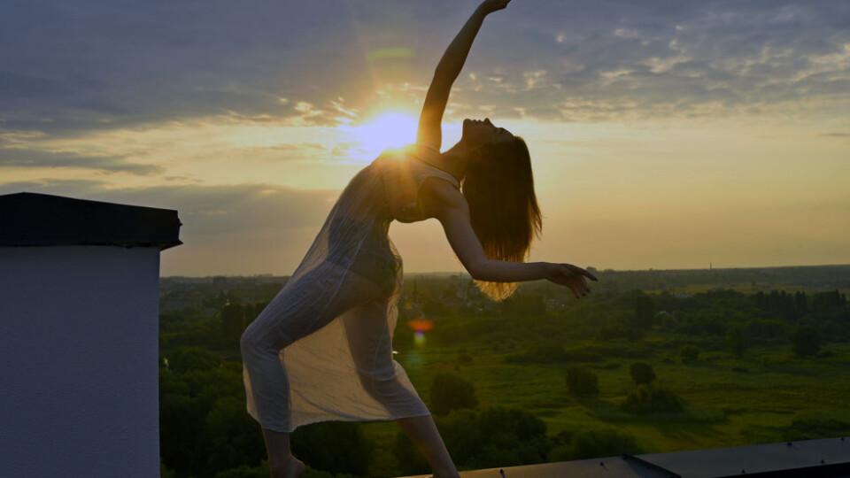 Лучанка затанцювала на даху «Супернової». Фотограф це зняв