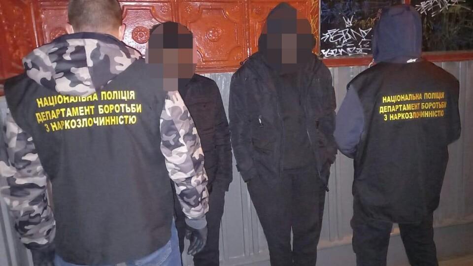 У Луцьку «накрили» нічний клуб. У 4 людей знайшли наркотики
