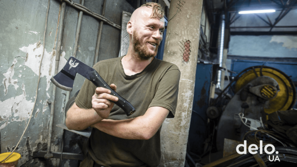 Майстер вогню і металу: ветеран АТО у Луцьку став ковалем. ФОТО