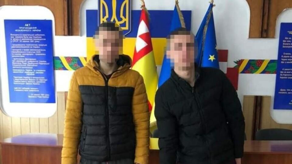 Засудили чоловіків, які в центрі Луцька вкрали скульптуру кликуна
