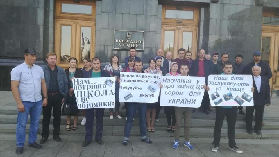 Волинські селяни ночують у Києві на вулиці і вимагають зустрічі з Зеленським