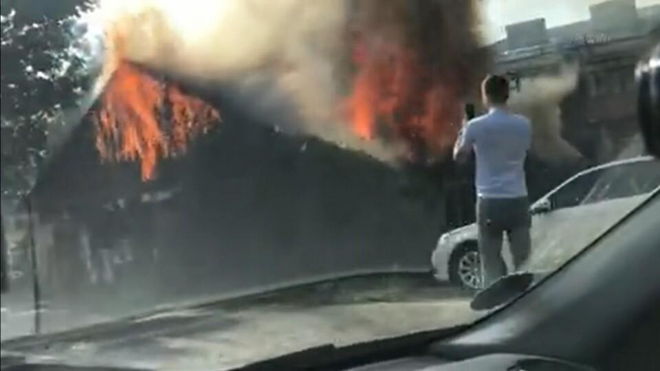 У Луцьку  згоріла хата-розвалюха біля міської ради