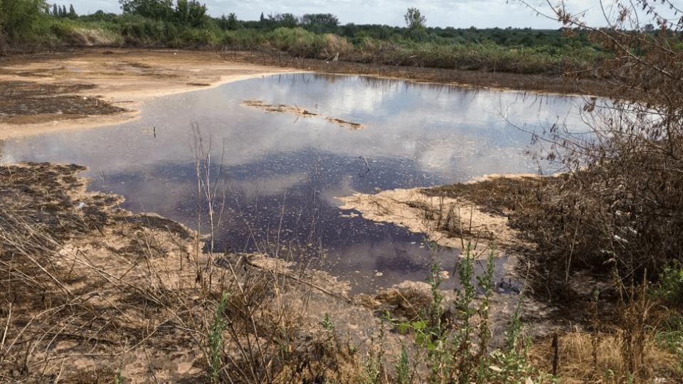 Щоб не смерділо: на полях фільтрації Гнідавського заводу засипають мулові карти