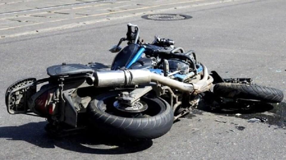 Підлітки, які врізались у паркан на мотоциклі, були п'яні. Один з них отримав черепно-мозкову травму