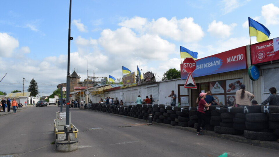 Муніципали попередили луцьких підприємців, що за барикади із шин будуть штрафувати