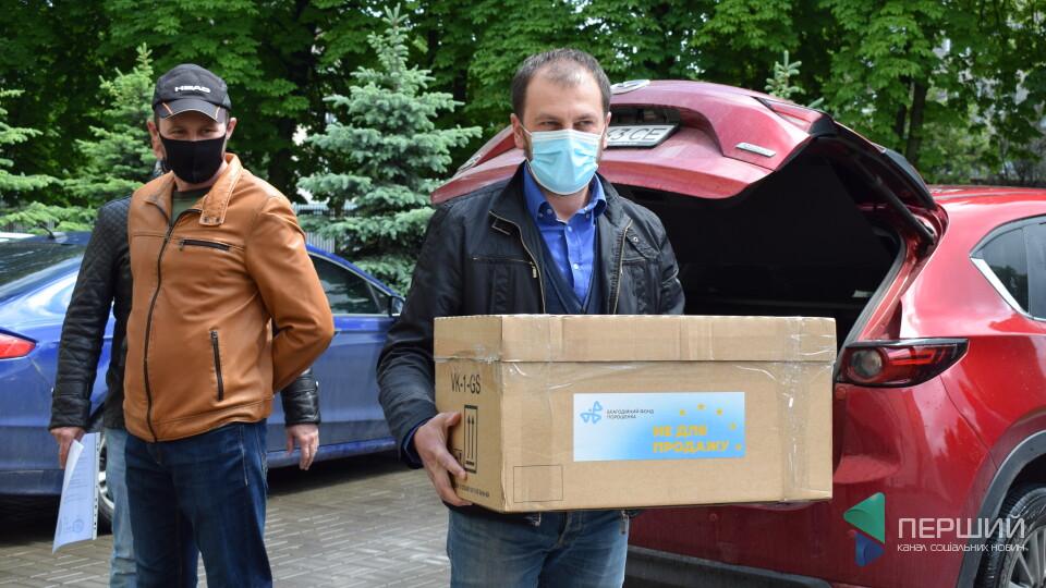 1000 тестів на коронавірус передала «Європейська солідарність» Волинській обласній лікарні