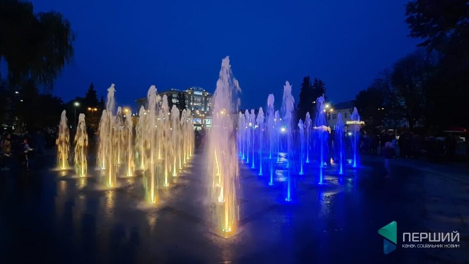 Грай Челентано: на центральній площі в Луцьку запрацював музичний фонтан