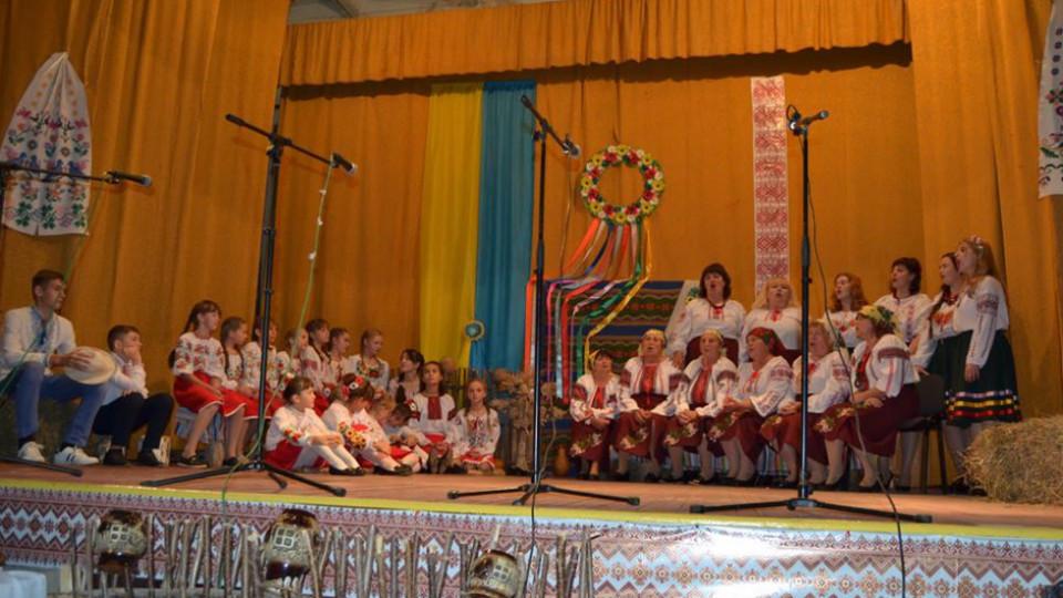 Співи, танці та «Ярмаркові посиденьки»: як село на Волині престольне свято відгуляло. ФОТО, ВІДЕО