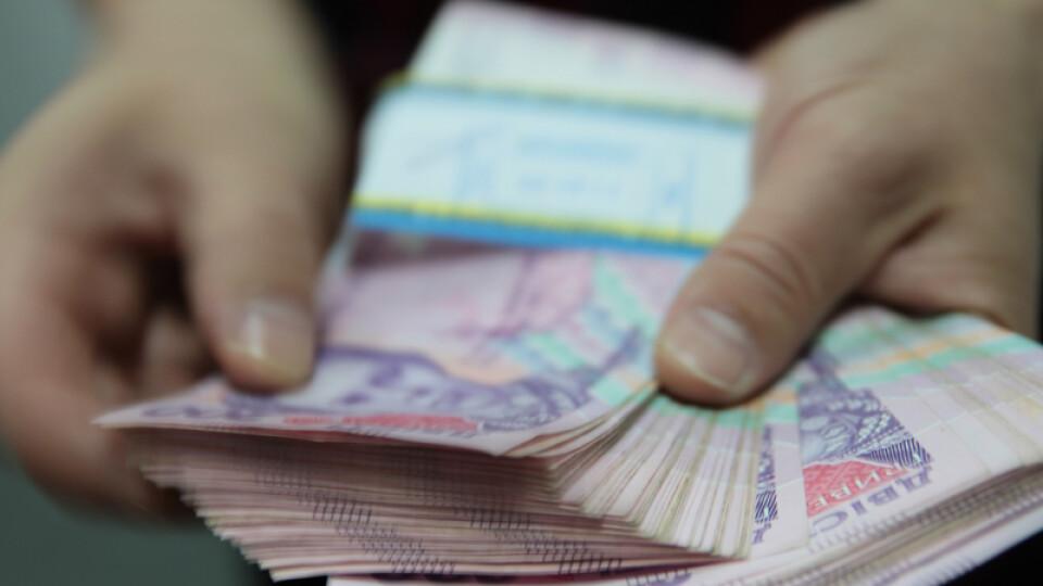 Молодим учителям обіцяють заплатити додатково по 21 тисячі гривень