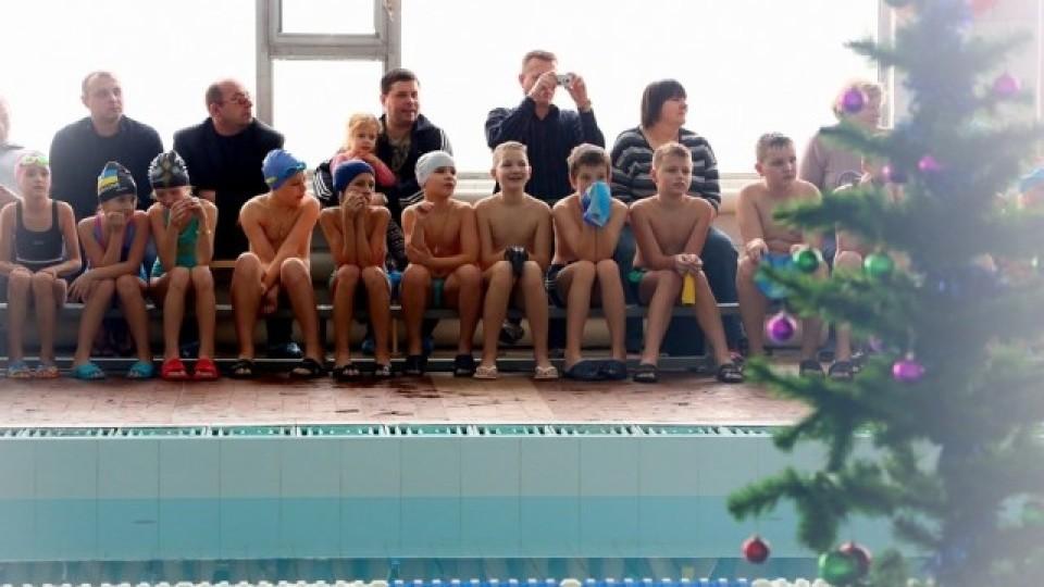 У луцькому університеті організували новорічний ранок у воді. ФОТО