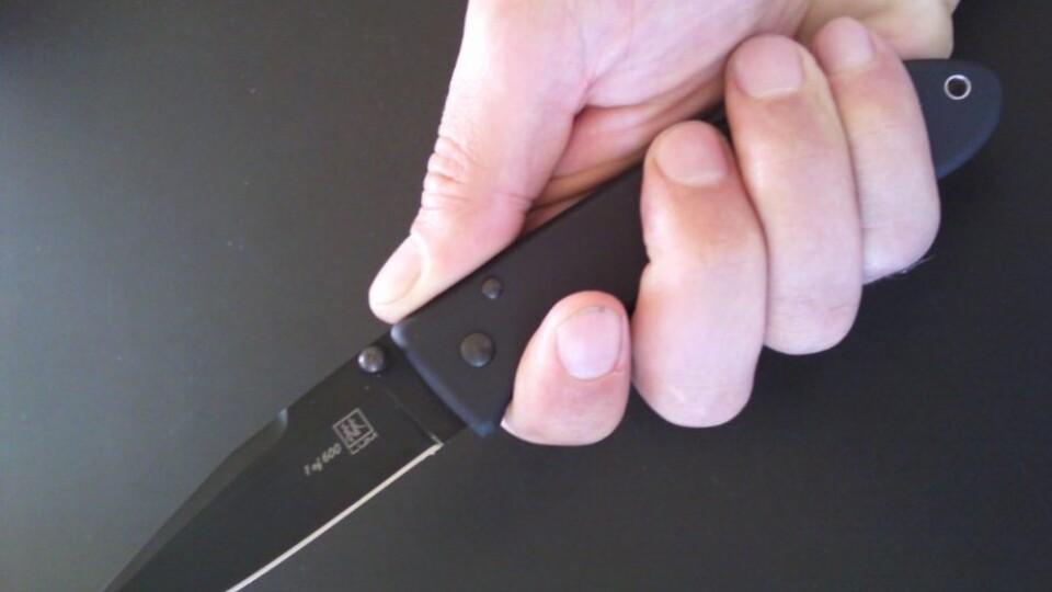 На Волині п'яний чоловік накинувся на поліцейського з ножем