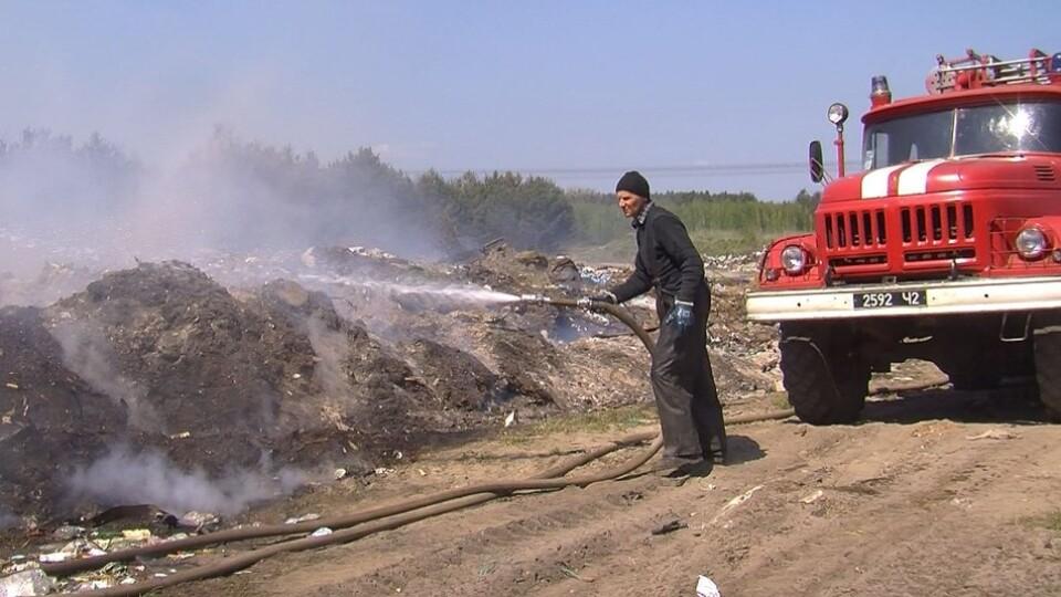 На Волині другу добу горить сміттєзвалище