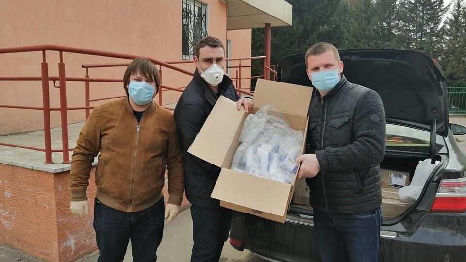 Волинська обласна лікарня отримала від благодійників безконтактні термометри