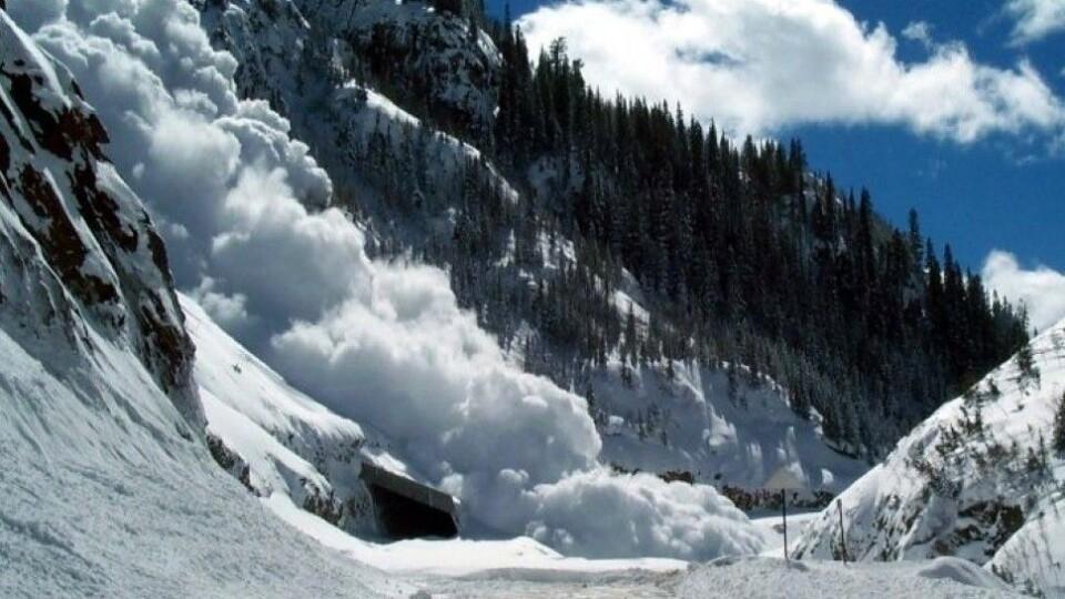 Рятувальники попереджають про небезпеку сходження лавин у Карпатах