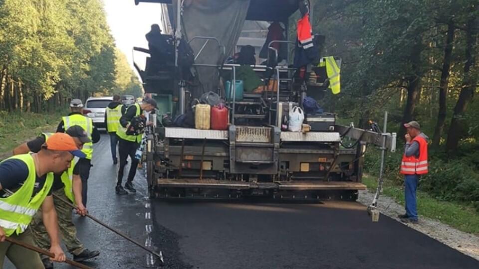 На Волині ремонтують ще одну частину дороги на Шацьк