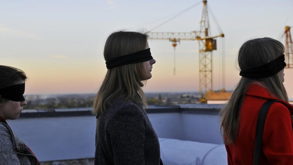 «Ідуть тільки з пов'язками»: вистава «Шишко» на даху «Супернови». ФОТОРЕПОРТАЖ