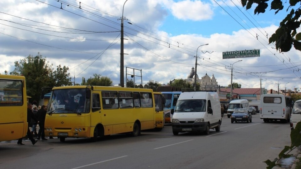 У Луцьку дозволили нові парковки, заборонили повороти. Що ще змінили у схемах руху?
