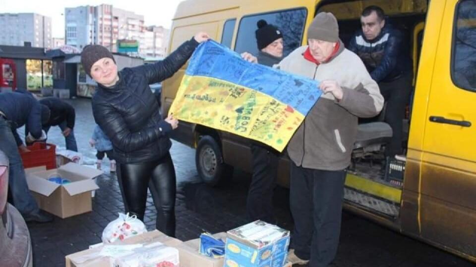 «Хлопці нас боронять!». Луцькі волонтери збирають овочі та фрукти на передову