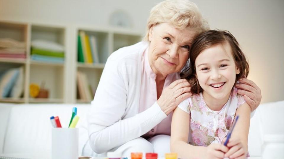 В Україні бабусям та дідусям, які доглядатимуть своїх онуків, почнуть платити