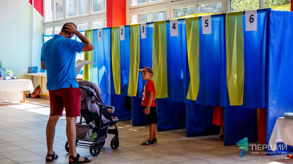 Луцьк голосує. Фоторепортаж із виборчих дільниць
