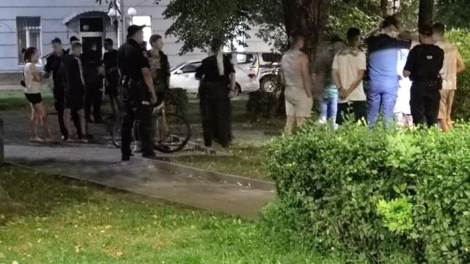 У Луцьку біля приміщення Нацполіції сталася бійка і стрілянина. Відео