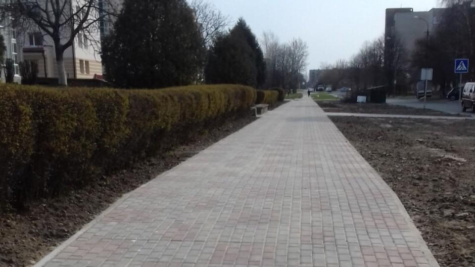 У Луцьку на двох вулицях – нові тротуари. ФОТО