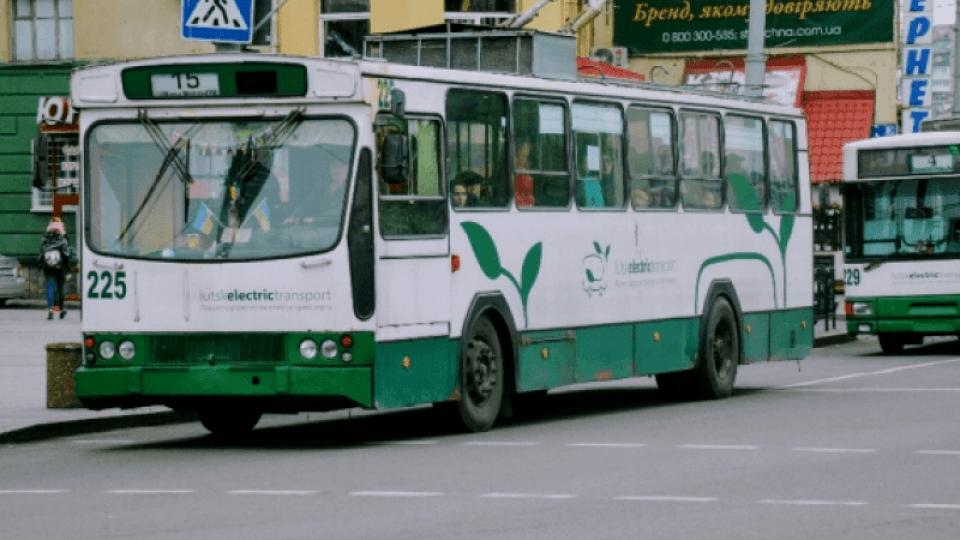 Усі 15-ки в одному місці. Чому у Луцьку скупчуються тролейбуси