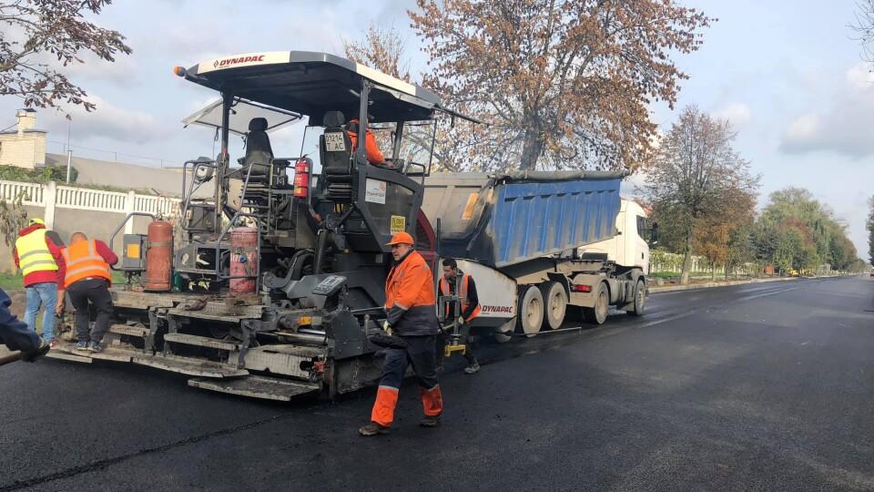 У Луцьку на вулиці Ківерцівській завершують ремонт дороги