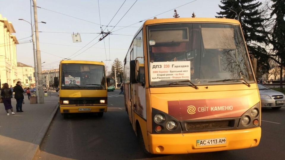 У Луцьку хочуть штрафувати водіїв маршруток, які їздять не за графіком