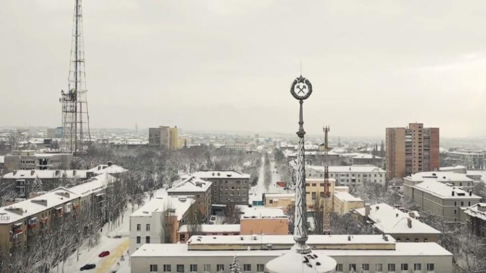 Вкритий снігом та пустий:  неймовірні світлини  окупованого Луганська. ФОТО